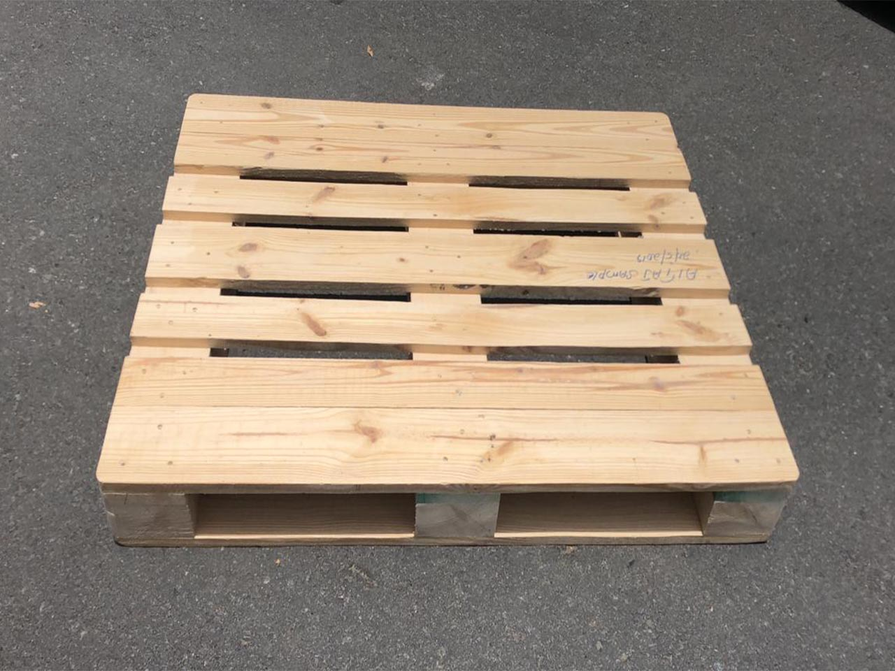 wooden pallet picture